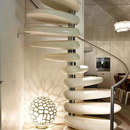 5 escaleras de espiral decoraci n - Empapelar azulejos cocina ...