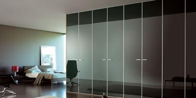 armario lacado y puertas correderas