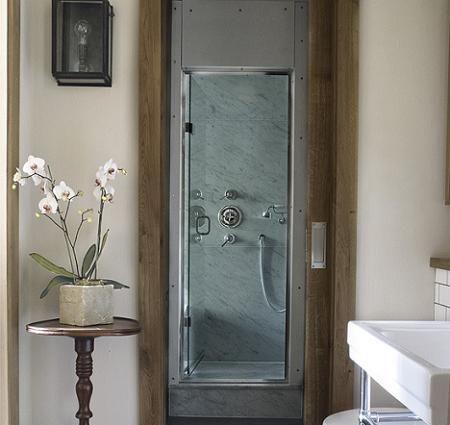 Escalera en el baño
