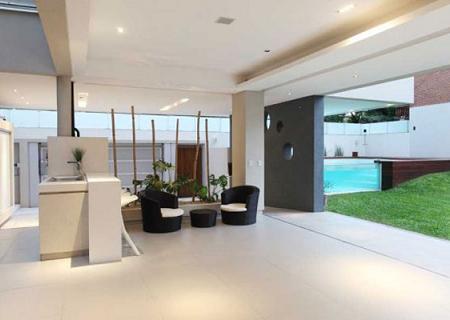 Casa minimalista con piscina