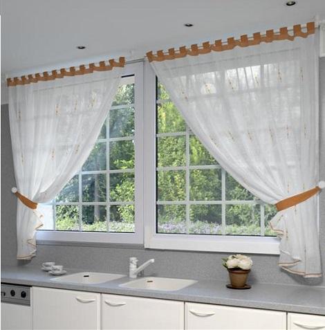 Diferentes estilos de cortinas para darle elegancia a tu for Muebles de cocina con cortinas