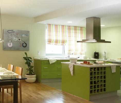 Diferentes estilos de cortinas para darle elegancia a tu for Cortinas para muebles de cocina
