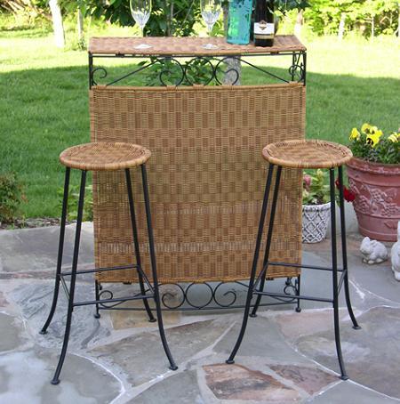 Decoraci n mesas altas y taburetes de exterior para crear - Mesas altas de bar ...