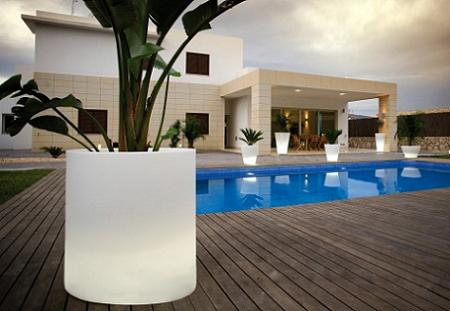 7 l mparas maceteros para iluminar tu jard n o terraza
