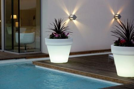 7 l mparas maceteros para iluminar tu jard n o terraza - Luces exterior ikea ...