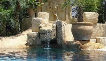 M s piscinas de lujo rocas design decoraci n for Rocas design