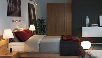 dormitorio con lampara jonisk