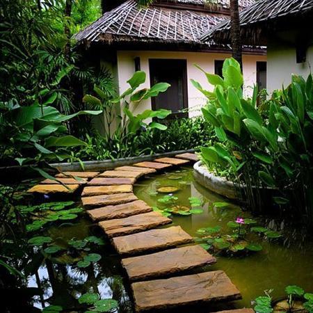 Decoraci n pavimentos para jard n for Camino de piedra jardin