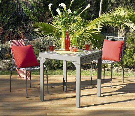 La mesa del jard n decoraci n for Mesas y sillas de plastico para jardin