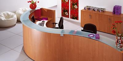20 muebles de dise o para la recepci n y consejos para for Muebles de recepcion de oficina