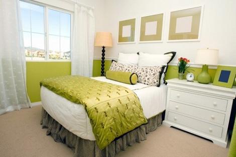Habitación verde y blanca