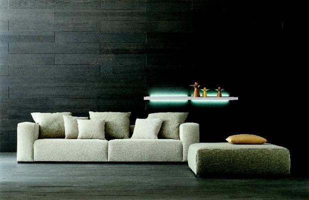 sofá en blanco