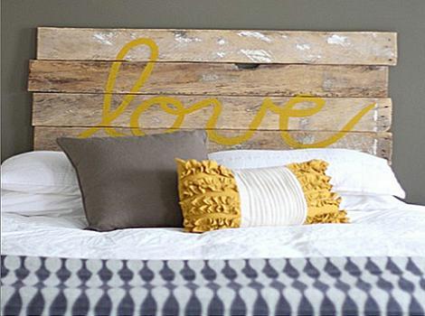 cabeceros de cama originales con un viejo espejo cabecero con palets