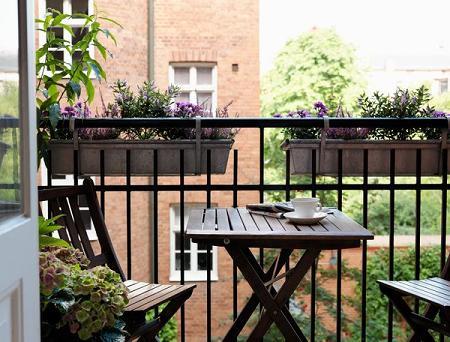 Decoraci n fotos de balcones for Mesa colgante balcon