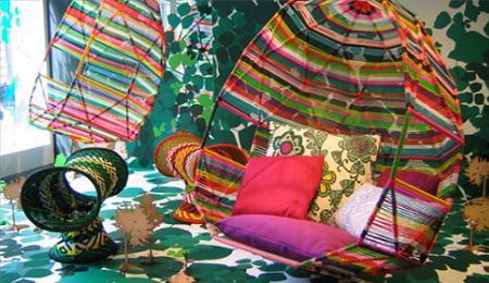 Este colorido sofá colgante de Moroso es una de las apuesta de la frima francesa para el verano 2009