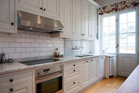 La cocina es sencilla y luminosa