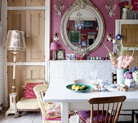Comedor en rosa y blanco