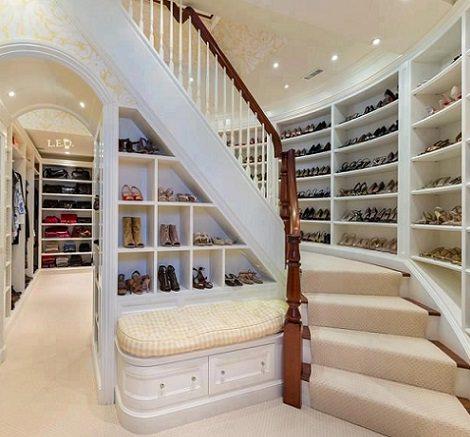 vestidor en una escalera