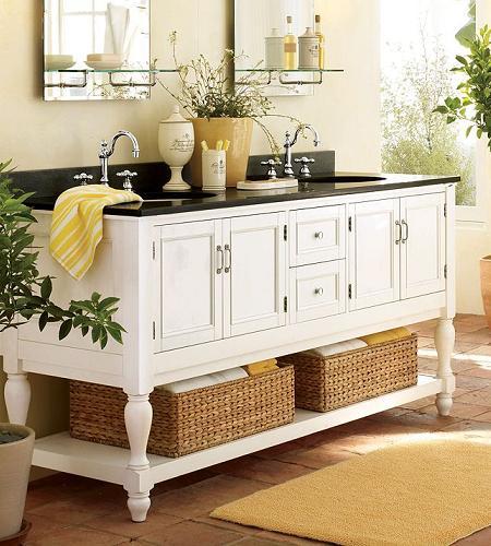 Decoración del baño con muebles y detalles en rattan