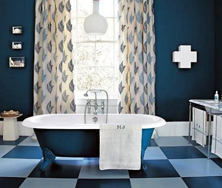 Baño azul oscuro