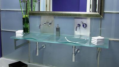 lavabo en vidrio de blanco-estudio