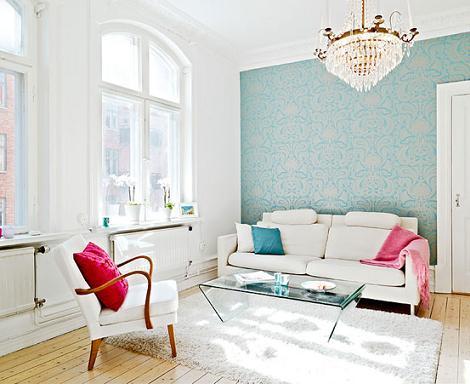 Apartamento en blanco, azul y fucsia