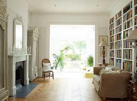 Casa de diseño clásica decorada en blanco