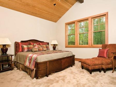 guest_bedroom_with_window.jpg