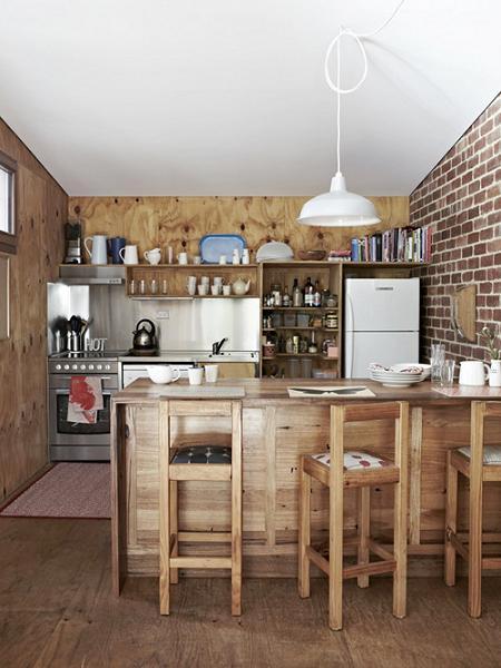 Cocina con pared de ladrillo