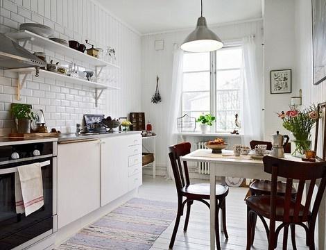 Cocina rústica y blanca