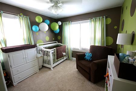 Habitación de bebé con círculos