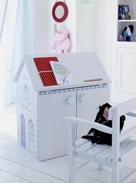 Escritorio infantil con forma de casa