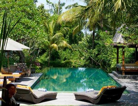 Ideas modernas para decorar un jard n con estilo decoraci n for Casas grandes con piscina y jardin