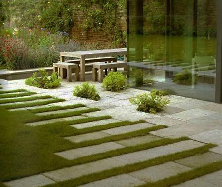 Pavimento y hierba
