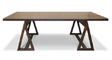 Mesa formada por un tablero y dos caballetes