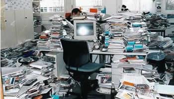 oficina desordenada