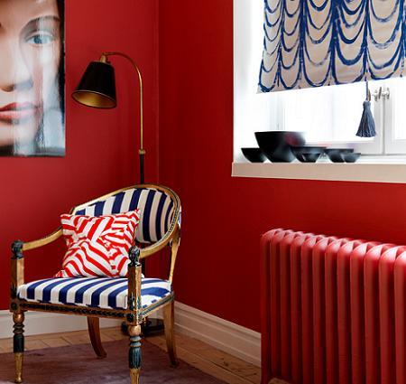 Pared pintada de rojo y blanco