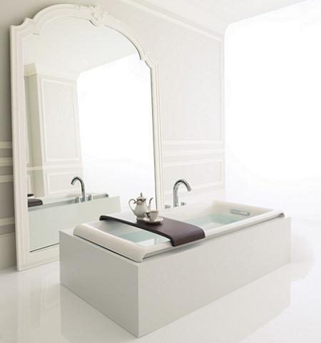 Espejo de pie en el baño