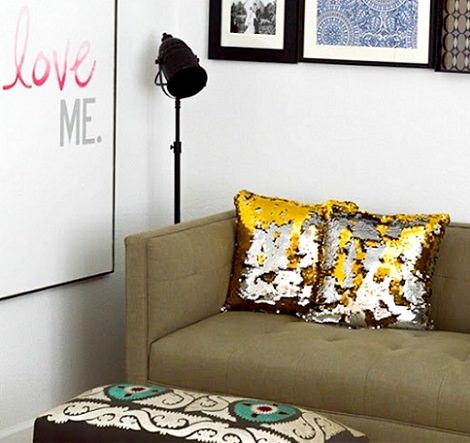 cómo decorar un cojín a la moda