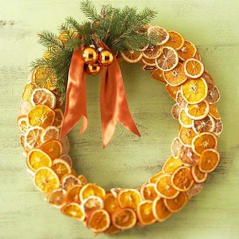 Coronas de Navidad caseras para decorar las puertas de fruta