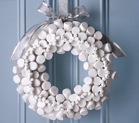 Coronas de Navidad caseras para decorar las puertas de chuches