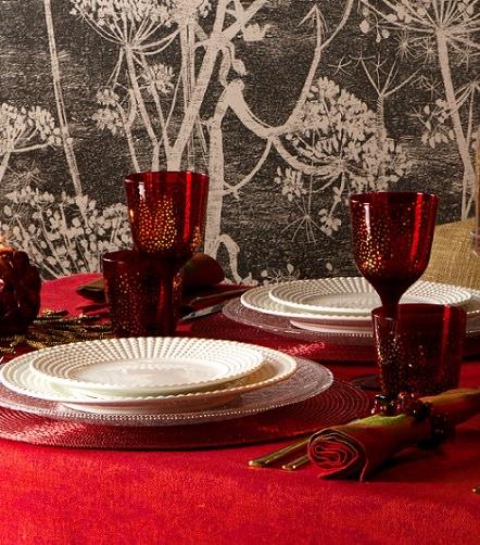 mantelería roja para Navidad con el catálogo de Zara home