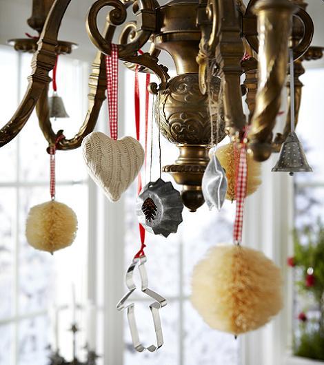Adornos de Navidad en la lámpara